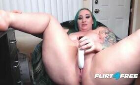 BBW camslut fucks her pussy